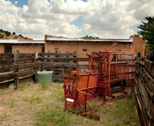 El Rancho Escondido, image of barn